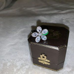 Juicy Couture Big-Stone Daisy Adjustable Ring